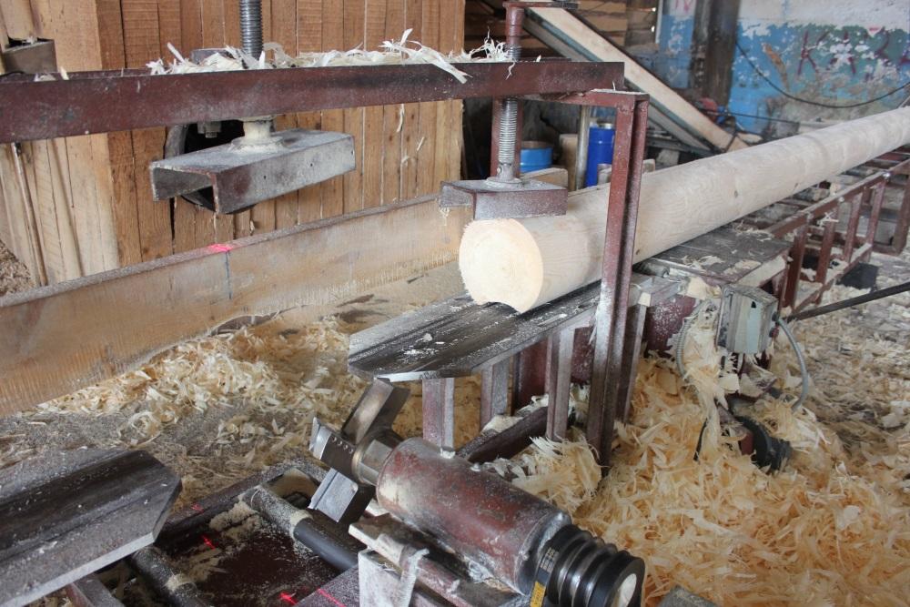 Изготовление оцилиндрованных бревен