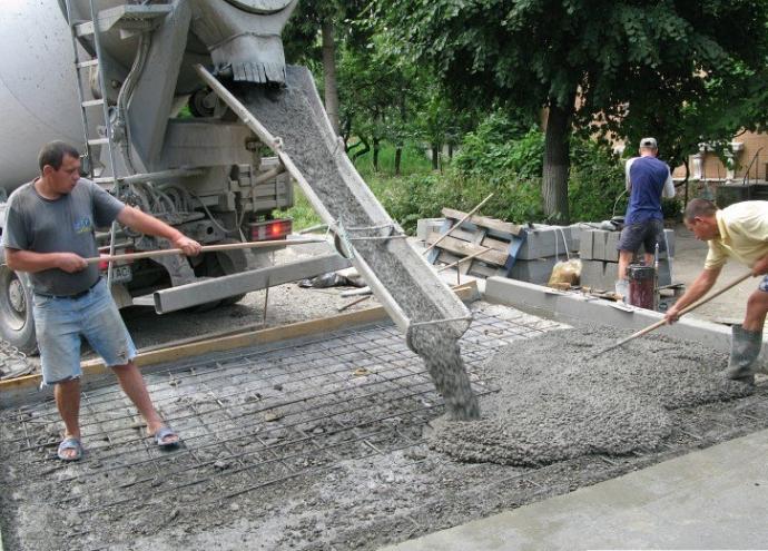 Заливка бетоном фундамент