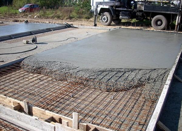 Монтаж плитного фундамента