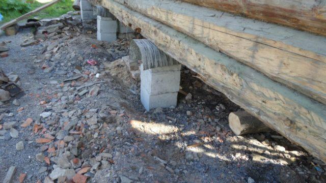 подъем деревянного дома перед строительством фундамента