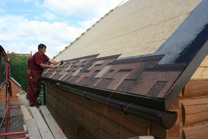 покрытие черепицей односкатной крыши