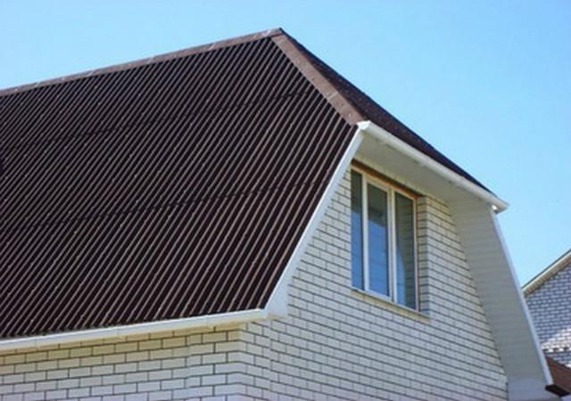 полувальмовая двухскатная крыша