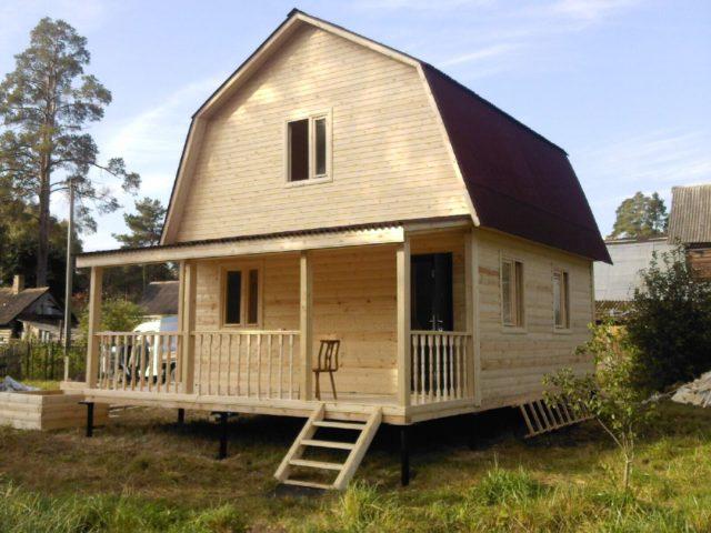 деревянный дом на винтовом фундаменте