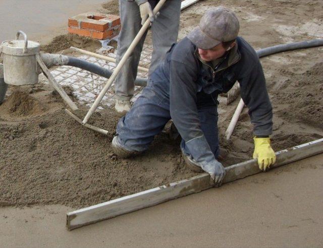 выравнивание бетонной стяжки перед монтажом теплого, водяного пола