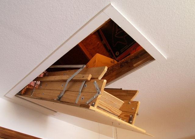 откидная чердачная лестница в частном доме