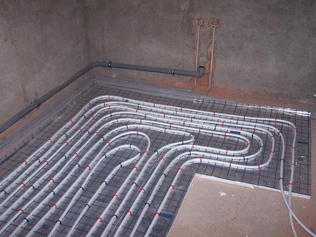 водяной теплый пол в комнате