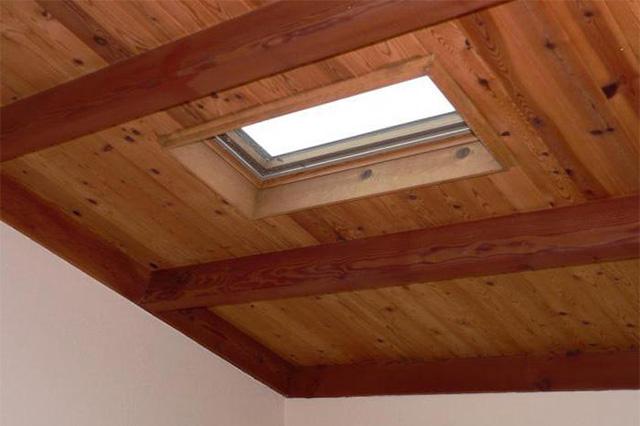 потолок из древесины