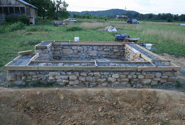 бутобетонная конструкция под забор
