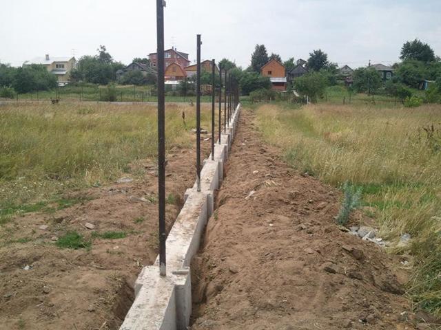 бетонный фундамент под забор