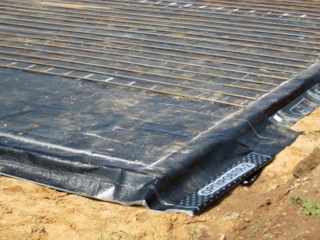 гидроизоляция фундамента рулонным материалом