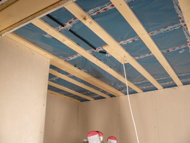 Монтаж деревянного потолка своими руками