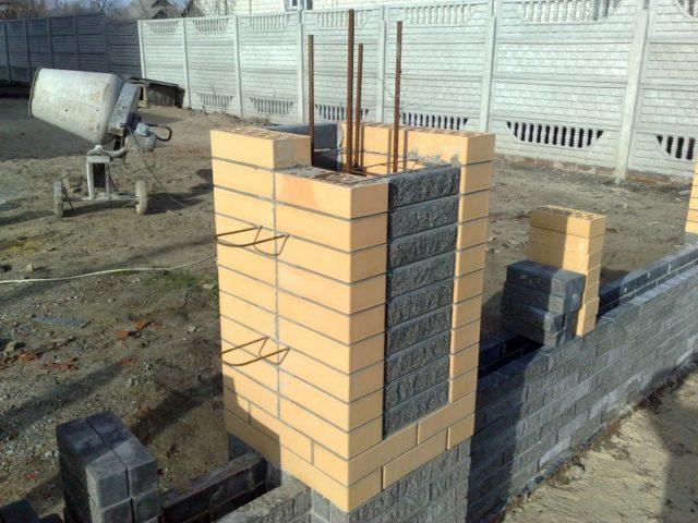 установка кирпичного столба