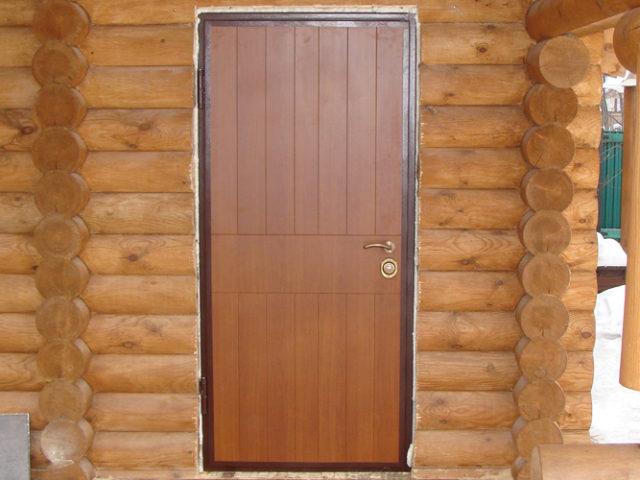 Как поставить дверь в деревянном доме