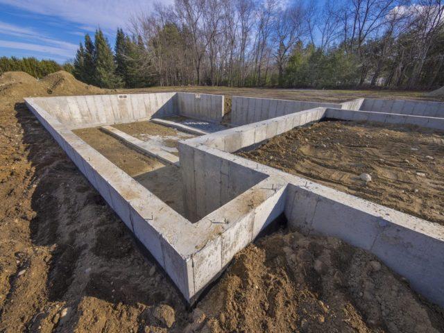 ленточный фундамент для деревянного дома с крыльцом