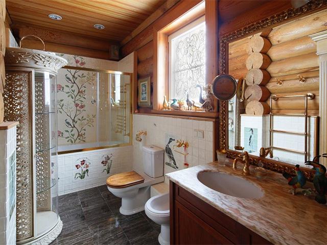 дизайн ванной комнаты в деревянном доме из бревна