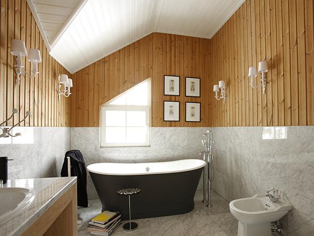 пример оформления ванной комнаты вагонкой