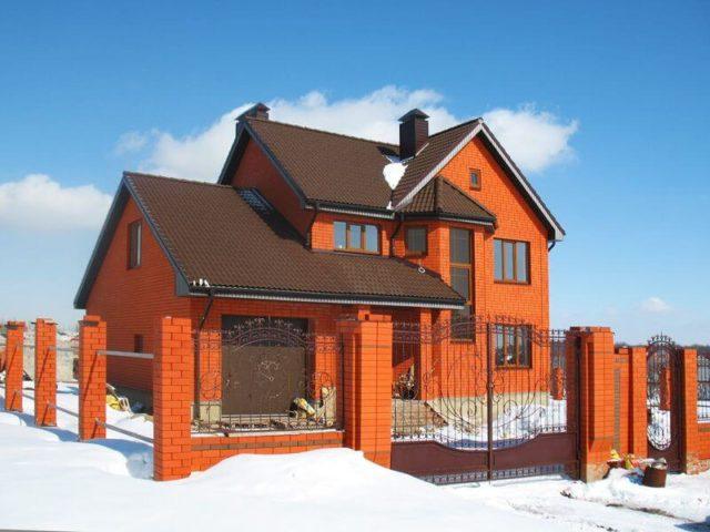 загородный дом из кирпича