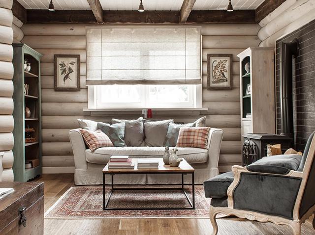 мебель в гостиной дома из бревна