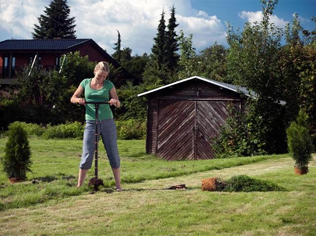 садовый бур для посадки растений на земельном участке