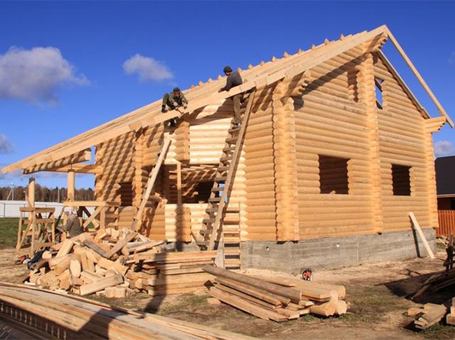 строительство деревянного дома из бревна