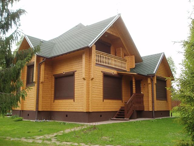 дом с мансардой на земельном участке
