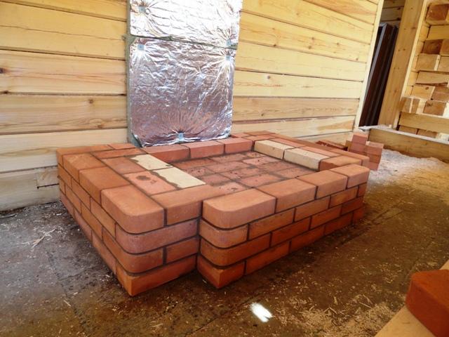 монтаж фундамента под камин в деревянном доме