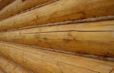 конопатка бани из бревна
