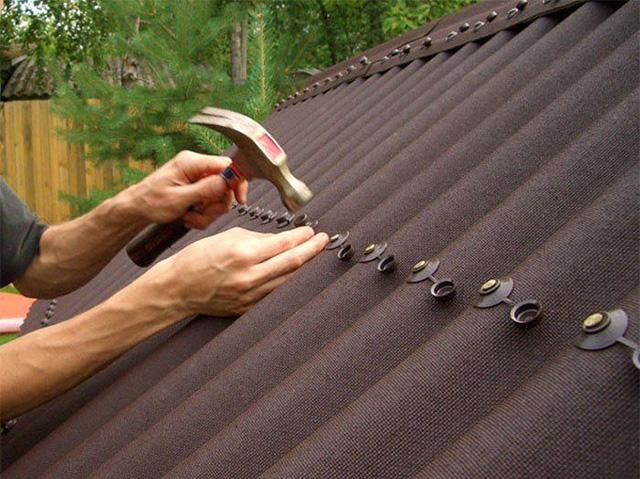 монтаж крыши из ондулина своими руками