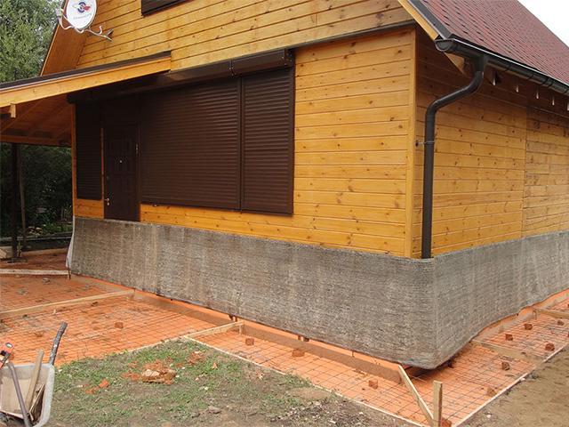 отмостка вокруг деревянного дома