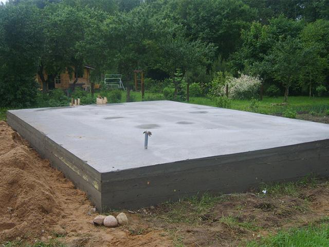монтаж плитного фундамента для деревянного дома