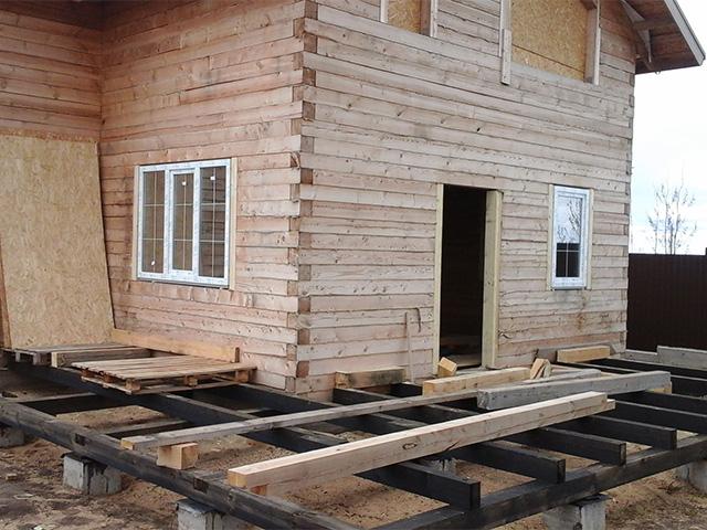столбчатый фундамент под террасу деревянного дома