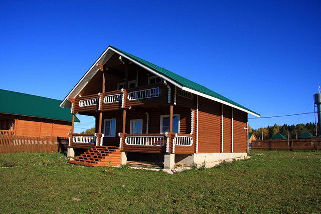 деревянный дом из оцилиндрованного бревна