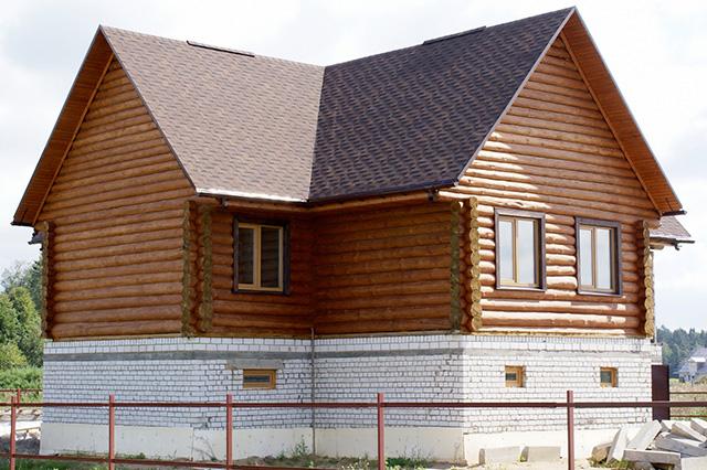 дом из бревна с цокольным этажом
